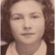 <center><mdate>Sarah Montard <cr> 16 jaar</mdate></center>